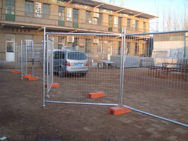Fence Gates Match With Various Temporary Fence Amp Crowd