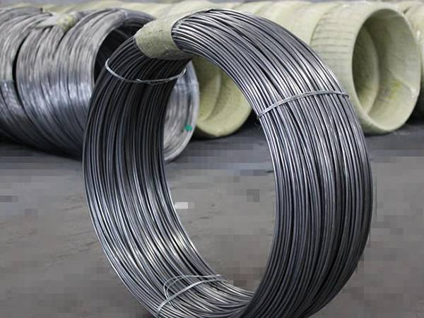 A roll of low carbon steel wire is in the picture.