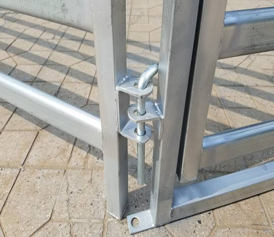 Pin latch connects gate and livestock panel together.