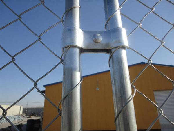 8 215 12 Temp Chain Link Fence Almost No Damage To The